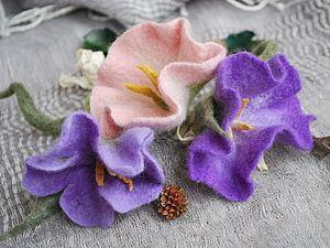 Приветствую увлеченных валянием из шерсти! Представляю вам мастер-класс по цветку, напоминающий вьюнок. Этот МК подходит для способных начинающих и для продолжающих валять. Для начала нужно подготовить необходимые материалы: - шерсть для валяния – гребенная лента (меринос) 4-5 цветов (у меня: фиолетовый, белый, зеленый, салатовый, желтый);- пупырка (пупурчатый коврик);- вода;- мыло;- игла…