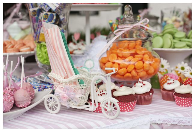 Nom, nom, nom - sweets table
