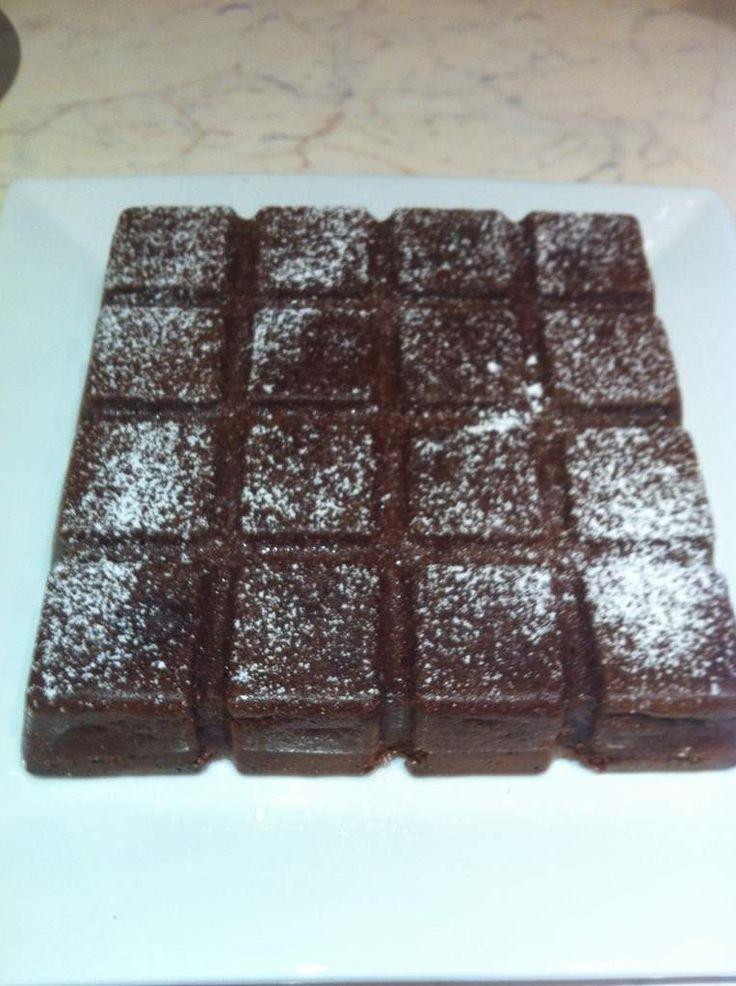 j 'ai deja testé celui a la vanille j ai eu envie de faire celui au chocolat, j ai pris la recette sur le blog de ma copine la p'tite cuisine de doudou et moman Ingredients 4 œufs (à température ambiante) 150 g de sucre 1 cs d'eau 125 g de beurre 70 g...