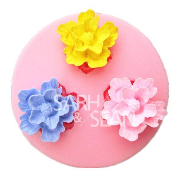 """Pas cher M0258 Mini fleurs fondant moules à gâteau moule de chocolat cuisine de cuisson Silicone gâteau de sucre décoration outil, Acheter    de qualité directement des fournisseurs de Chine:         Description:                                 * Moule taille: dia4.7 * 1.3 cm (1.85*0.51 """")"""
