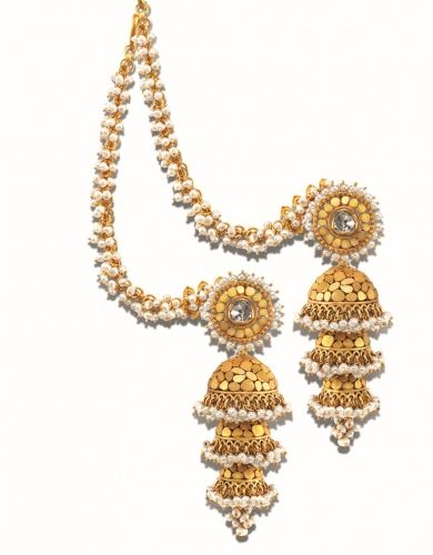 Jhumka, jhumkas, khumke, earrings, Indian earrings, gold earrings, Indian bride, Indian bridal jewellery, Indian earrings chains, Indian earrings pearls, tiny pearls