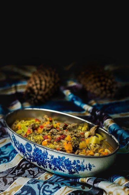Dziczyzna – łopatka z dzika w warzywach