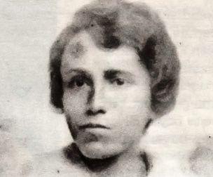 """Belkıs Mustafa-Belkıs Mustafa İnas Sanayi-i Nefise Mektebi'nden diploma alan ilk müslüman kadın ressamdır. """"En güzel eserimi yaptığımda, imzalayacağım."""" Doğum Tarihi: 1896 Doğum Yeri: İstanbul Ölüm Tarihi: 29/01/1925 Ölüm Yeri: Berlin, Almanya Mezarı: Tempelhof Türk Şehitliği, Berlin"""