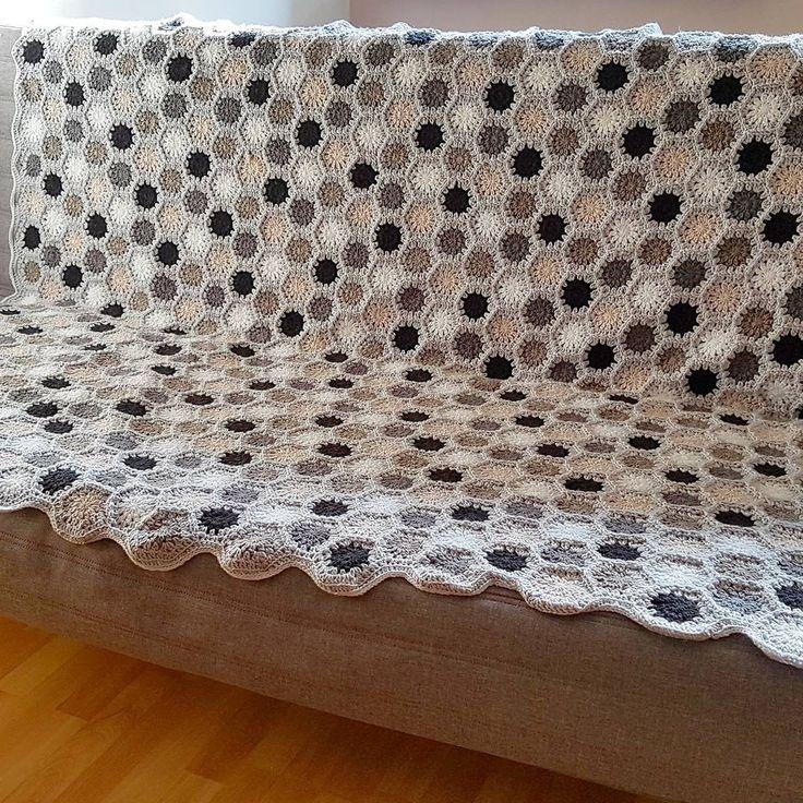Round/hexagons crochet blanket