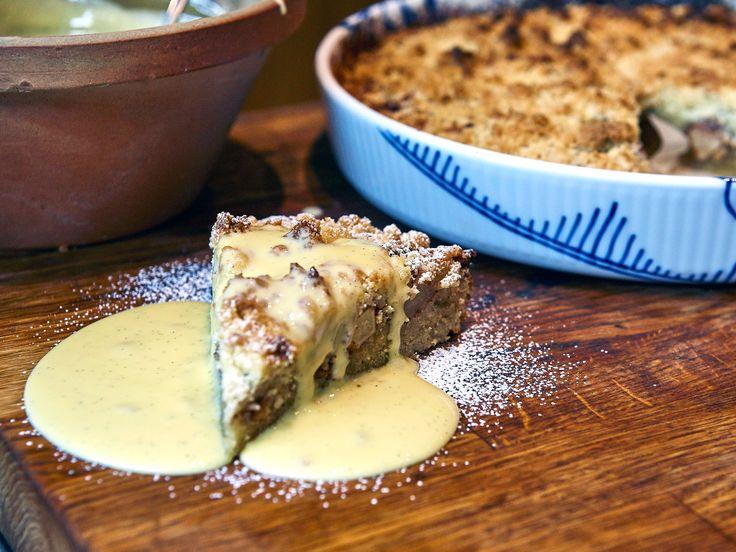 Mandel- och äppelkaka med hemgjord vaniljsås   Recept från Köket.se