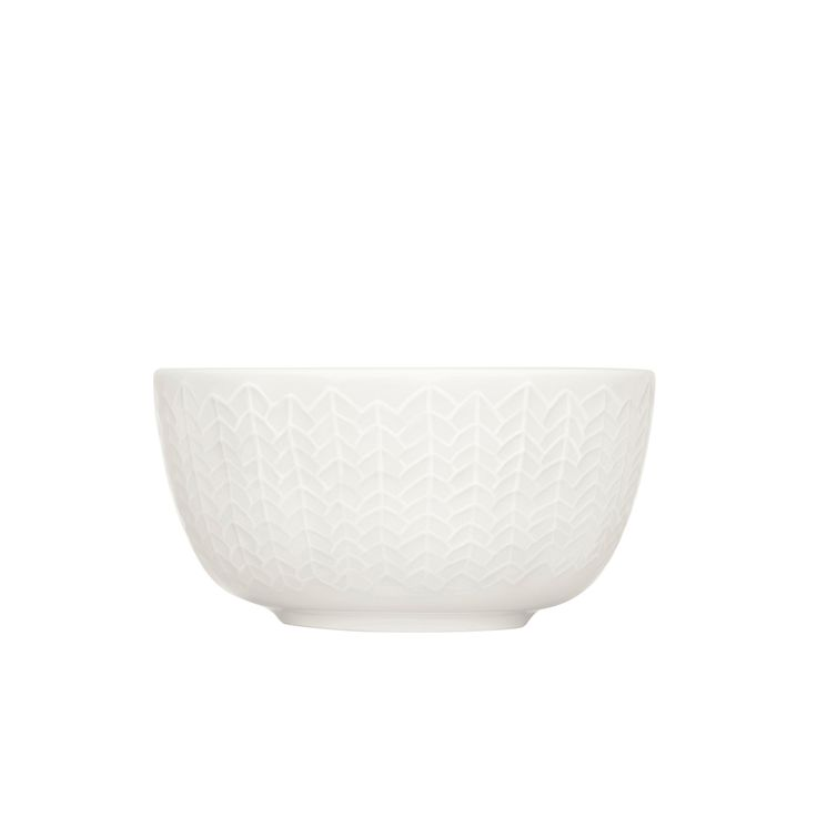 Crafted from creamy-white porcelain, the iittala Sarjaton White Dessert Bowl is destined to become a staple in any home.