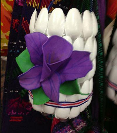 Farol de cucharas de pl stico crafts for the elderly for Decoraciones de botes de plastico