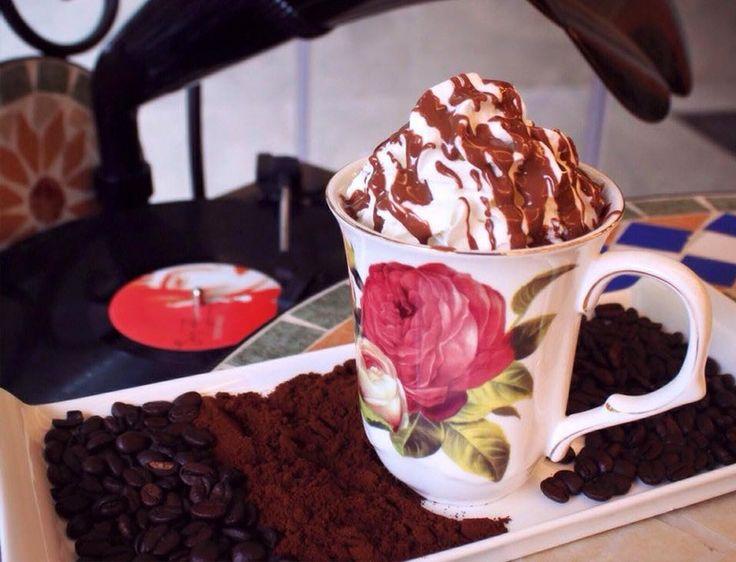 Alkolsüz Mekanlar - Hümaliva Çikolata Kahve http://www.yesiltopuklar.com/humaliva-cikolata-kahve-severlerin-en-yeni-mekani.html