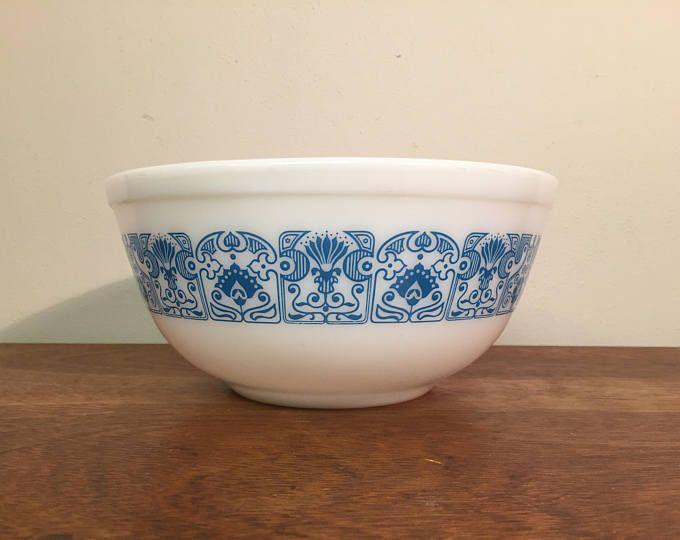 "1970s vintage Pyrex ""Horizon Blue"" blue & white mixing bowl 403 from HobAndNail on Etsy."