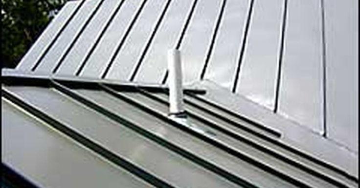 Cómo instalar un techo de tejas de zinc. Los techos de tejas de zinc se usaban en una época solamente para usos industriales en los climas extremos de Nueva Inglaterra y el Sur profundo. Recientemente, se ha convertido en una declaración arquitectónica que se hizo popular para muchas necesidades en cuestiones de techos. Instalados apropiadamente, un techo de zinc prácticamente no ...