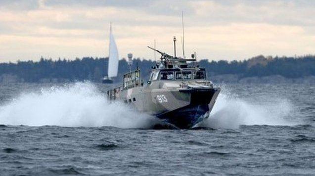 Sweden hunts for mystery submarine