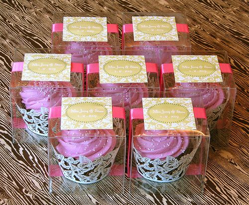 custom cupcake wedding favors-- good idea but i dont like the color scheme