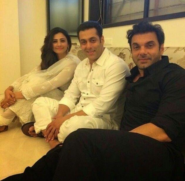 Eid celeberate Salman Khan Sohail Khan and Daisy Shah