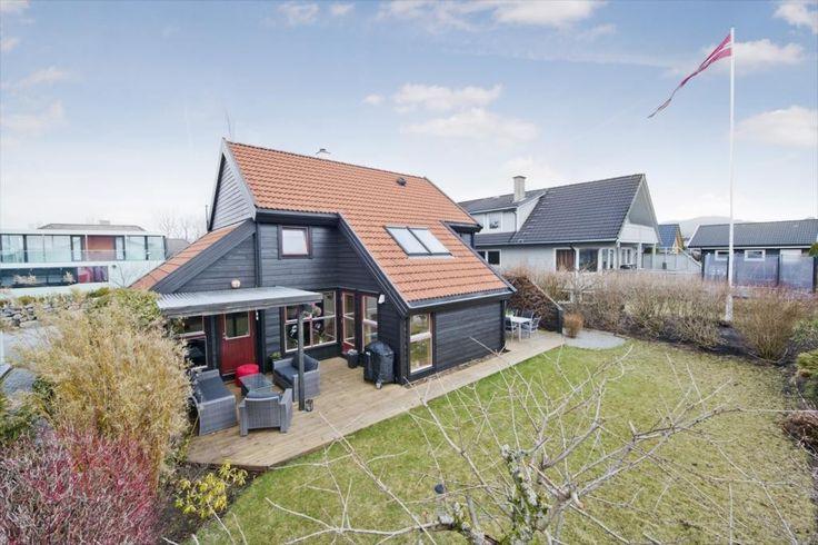 (4) FINN – AUSTRÅTT - Arkitekttegnet enebolig m/bla 3 stuer, 4 soverom, flott hage og barnevennlig beliggenhet