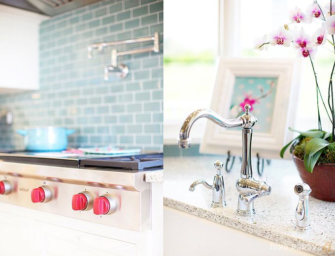 Pink Kitchen.I was thinking about this. If I can't have a link stove, I should paint the knobs on the stove pink!
