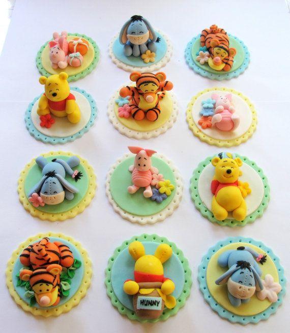 Reservado para la Sra. Suzie - Winnie The Pooh inspirado torta/pastel Topper - pastel de Fondant y Magdalena Topper - 20 PC