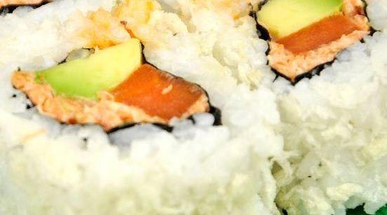 Vegetarische sushi roll met pompoen