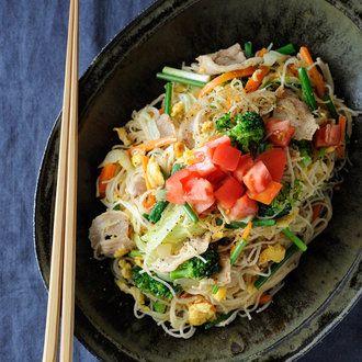 野菜と卵のスリランカ風そうめん炒め