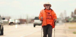 Homem atravessou os Estados Unidos à pé para divulgar o Evangelho e a última cruzada de Billy Graham