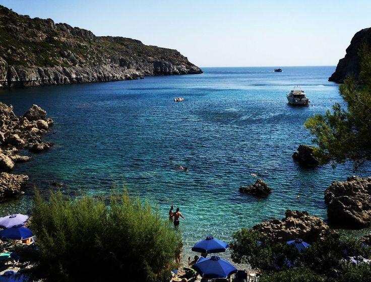 Rhodos er en av sommerens mest populære, greske øyer. Ferieklassikeren klarer fortsatt å overraske og byr på lekre hotell, gode restauranter, bra shopping, surfing og kule beach-barer. Her er våre beste tips til Rhodos-ferien, uansett hvilken type reise du er ute etter.