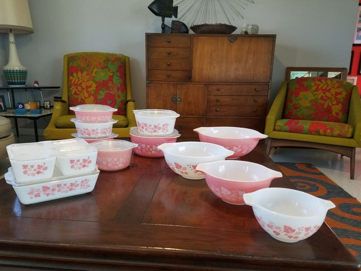 2 gorgeous kitchen/dining sets out of the 1950s sold together as one.  20-piece Pink Gooseberry Pyrex Set in pristine condition includes 4 sizes of Cinderella batter bowls, 5 sizes of casserole bowls with lids (plus 1 bonus faded due to dishwasher), plus the 4 refrigerator bowls with lids.  Libbey Pink and Gold Dutchess Glass set. Again in perfect condition, some in boxes, includes Juice carafe with lid and 11 juice glasses, 8 tumblers, 6 stemware dessert glasses, 4 cereal bowls, unused ...