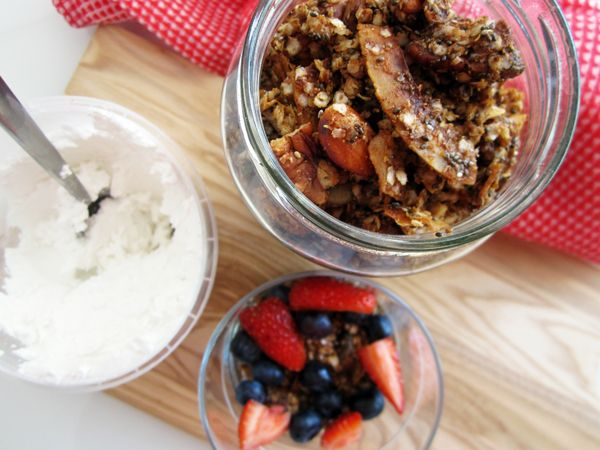 Quinoa Granola with Coconut and Chia Seeds (Vegan and Gluten-Free)