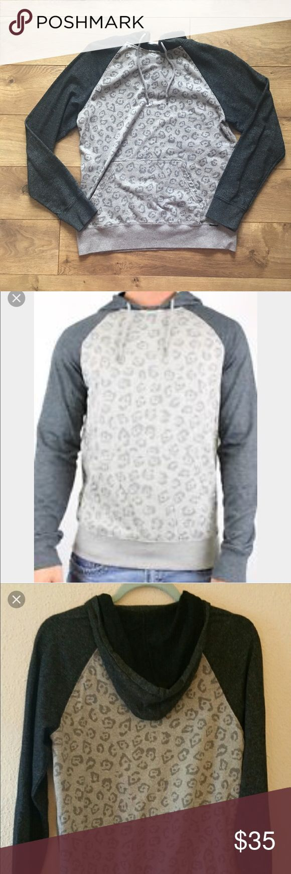 On The Byas Cheetah Print Hoodie 🖤 On The Byas Cheetah Print Hoodie, super cute with leggings. it's a guy's medium but fits like a girls medium / large also. from pac sun. in good condition. 🖤 on the byas Shirts Sweatshirts & Hoodies