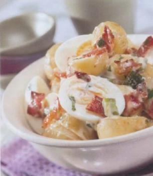 Salade tiède pomme de terre, oeufs durs et bacon