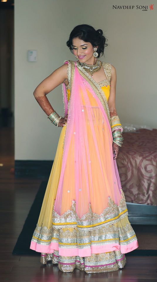 I love her outfit!!! This is what the full jacket lehenga looks like (1/3)
