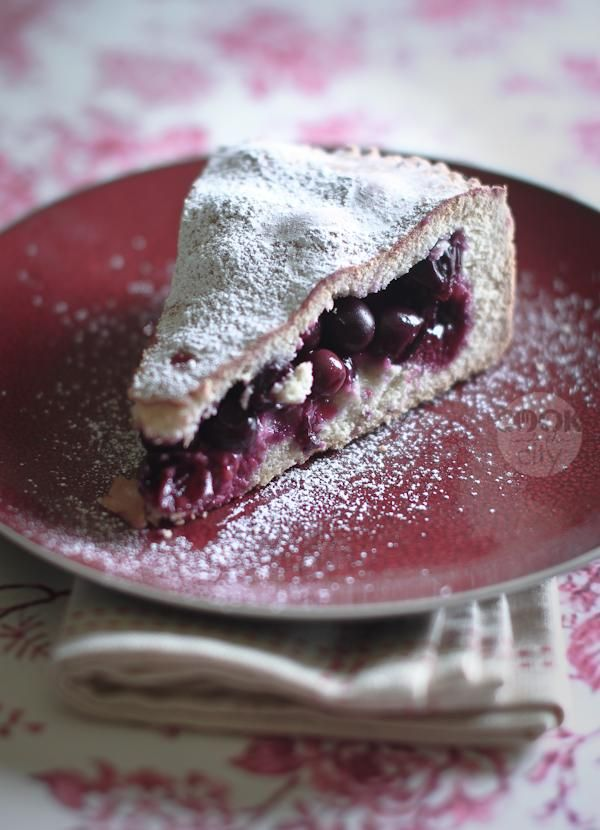 """TORTA BERTOLINA is a cake from Crema (LombardIA) made with a kind of grapes called """"uva fragola"""" #Italy #cakes"""