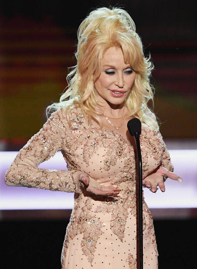 Has dolly parton ever posed topless right!