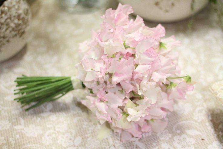 Svadobná kytička ľahká ako pierko z voňavého hrachoru  #kvetysilvia #kvetinarstvo #kvety #svadba #love #instagood #cute #follow #photooftheday #beautiful #tagsforlikes #happy #like4like #nature #style #nofilter #pretty #flowers #design #awesome #wedding #home #handmade #flower #summer #bride #weddingday #floral #naturelovers #picoftheday