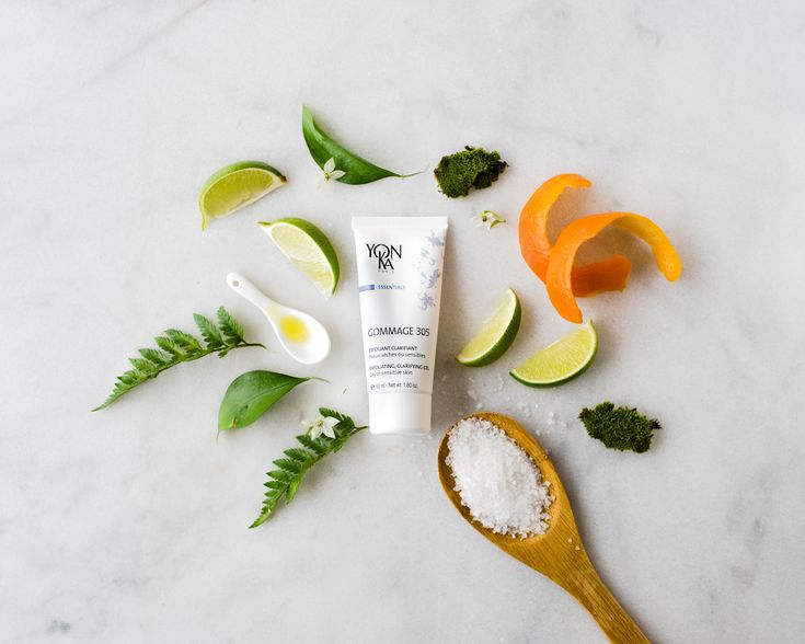 If your skin is feeling gray this rainy ☔️Spring try our gentle yet effective Yonka Gommage 305 Exfoliant! 94% of ingredients are of their natural origin including algae, lime, white nettle flower, and salt. Suitable for even sensitive skin types. You apply the gel onto your face, wait 10-15 minutes, then rub or wash off. Proper exfoliation helps to reduce fine lines and brightens your complexion.  ( @caleighmorren )  #Yonka #Yorkville #Exfoliator #Beauty #Skincare #SpaDay #Toronto #Spa