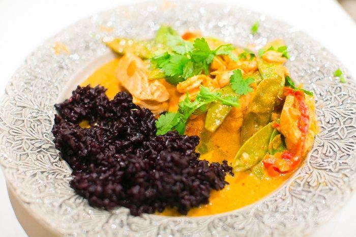 Lax i kokosmjölk och röd curry