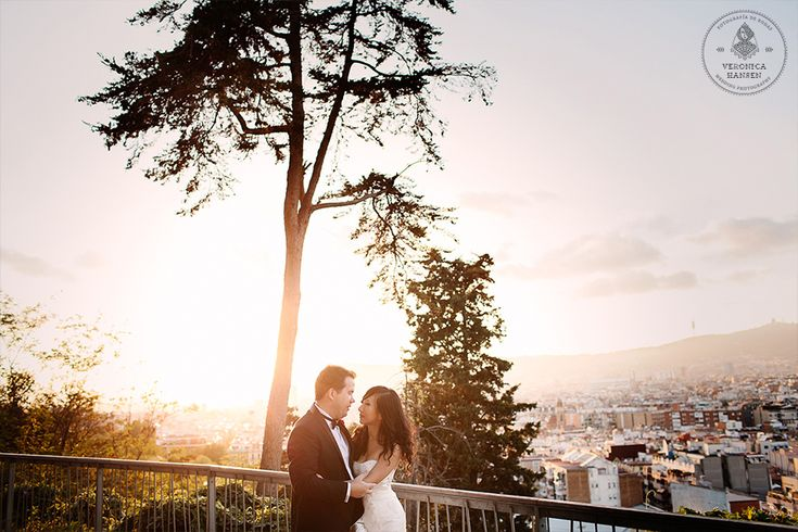 http://veronicahansenweddings.com/blog/ Montjuic Barcelona Engagement Photos
