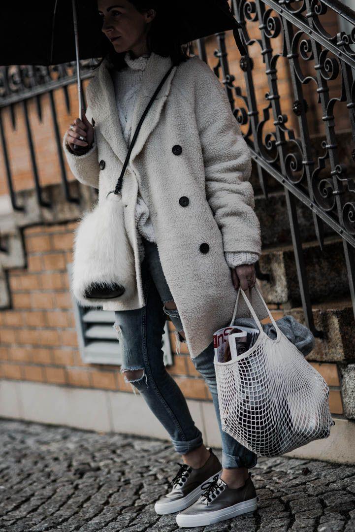 Fake Fur & Teddy Coat - trendige Winter Basics | Outfit, Look, Winteroutfit, Styling, Fashionblogger, OOTD | https://juliesdresscode.de | Julies Dresscode Fashion Blog |