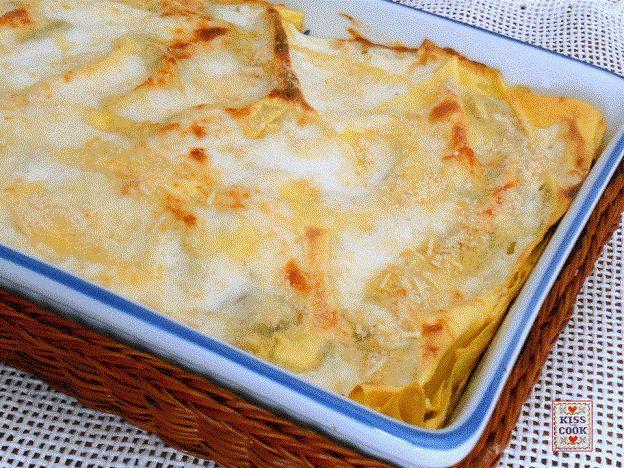 Lasagne con un ripieno di carciofi, prosciutto, besciamella, una variante delle classiche lasagne al ragù. Molto facili da preparare.