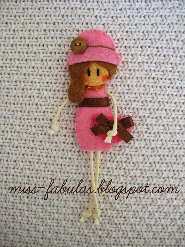 Broche muñeca hecho a mano en fieltro OTOÑO Brooch felt doll hand made AUTUMN