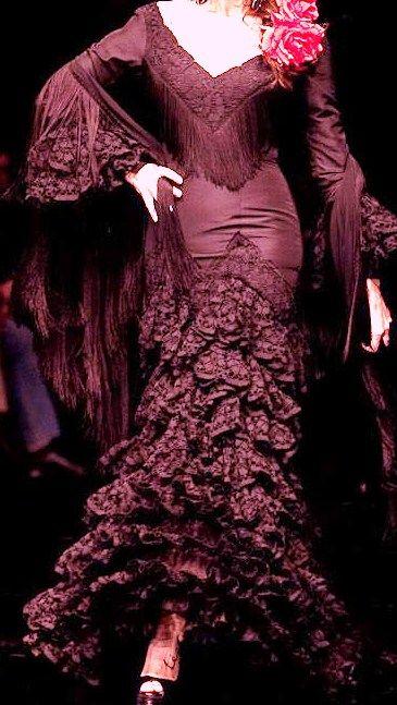 Flamenco Dress: Ruffles, lace, fringe, burgundy Volantes, encaje, fleco, burdeo