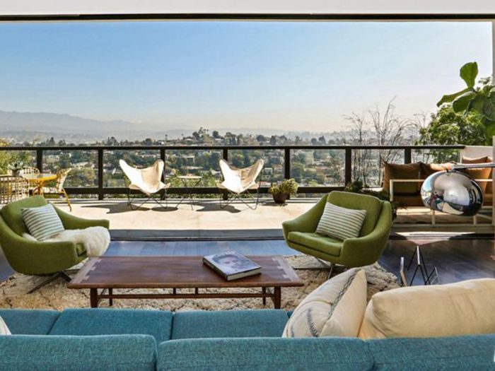 Get the full tour of actress Kristen Wiig's Franklin Hills, California, home—complete with panoramic views.