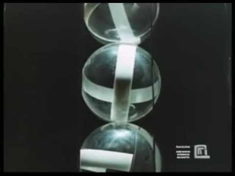 La colonna a 6 sfere di Bruno Munari tratta dal film Arte Programmata Archivio Olivetti.