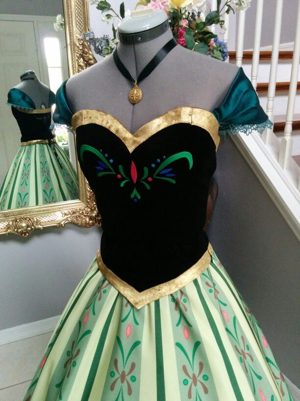Oh my gosh. I've been in love with this dress since I saw the movie when it came out.
