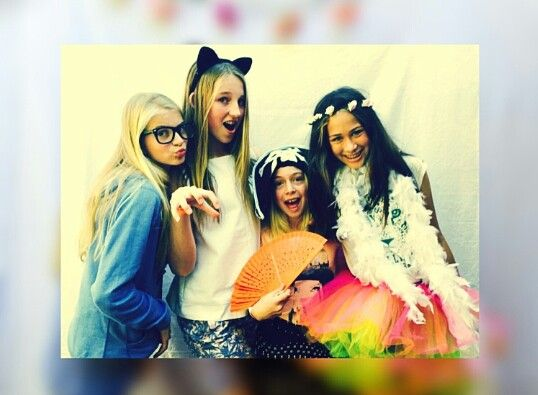 #party #ideas for a party #cool selfies #selfies with friends #dress up Follow #Helena Swart for more cool selfies cool ideas for a party