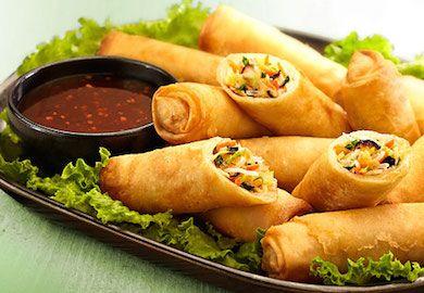 Sebzeli Çin Böreği-Spring Rolls, Çin mutfağının en meşhur tariflerinden. Mevsimindeki dilediğiniz sebzeleri soteleyip kullanabileceğiniz tarifi şöyle;