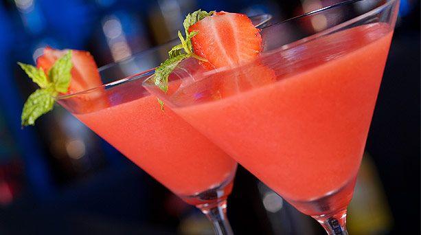 """""""Dulce líquido"""" Celebra este 14 de febrero en compañía de tus amigos con este delicioso y divertido coctél lleno de sabores dulces y frutales."""