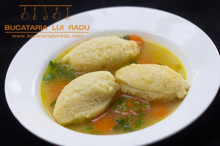 Supa de pui cu galuste de gris si oua.