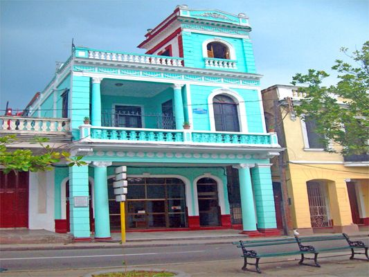 Hostal el Mirador Owner:                 Maria Amores (Mirita)              City:                    Cienfuegos               Address:              Calle 37 # 5418 entre 54 y 56. Prado       Breakfast:               Yes, 5CUC  Lunch/ diner:           Yes, 10CUC  Number of rooms:   1