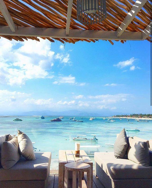 Some drinks with a view anyone? ☀️ (: @tiniihitakara) #beautifulhotels