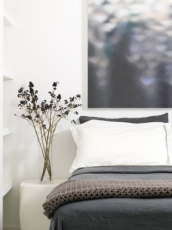 Modern #grey and #white #bedroom with stylish flowers. #interiordesign #inspiration