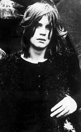 Never thought I'd put Ozzy Osbourne on my adorable fellas list, but I saw this picture of him when he was younger & he just looks so emo & dreamy! :D
